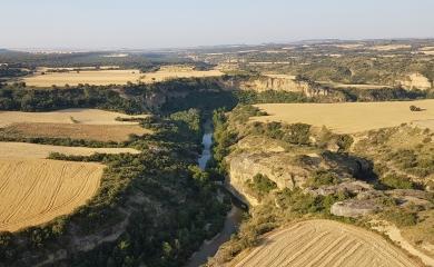 Vuelo de verano sobre la zona Alcanadre, recien cosechado el cereal