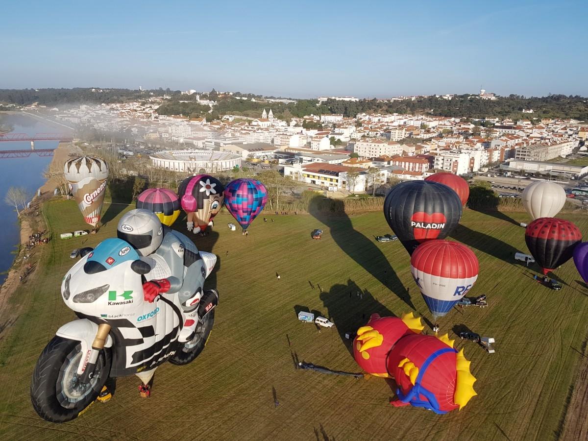 Increíbles globos forma en la regata de Coruche (Portugal)